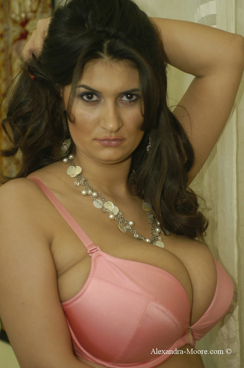 Alexandra Moore Tits 64