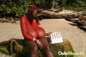 ebony babe miosotis giant boobs pictures