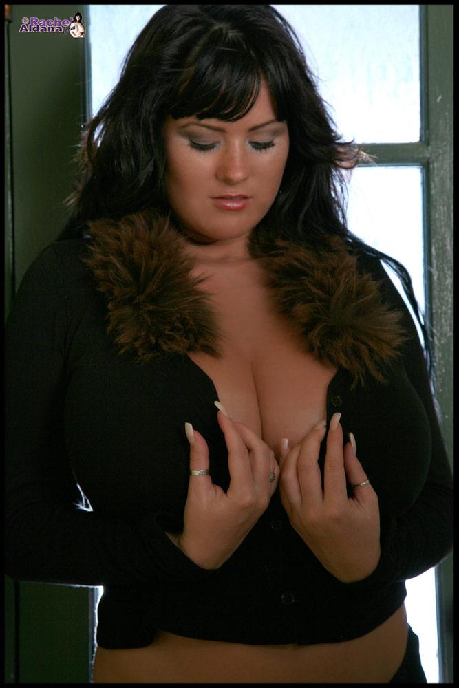 Huge Tittied Rachel Aldana photo set -last update at rachelaldana.com
