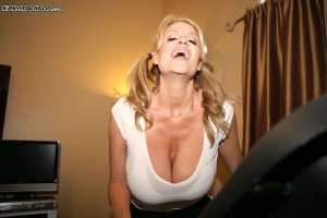 Kelly Madison photo set Jog and Jack exposes her big Boobs