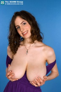 2busty.net Lillian Faye lets her big boobs hang out on show gallery