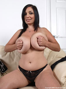 Petite giant boobed Michelle Bondin new image set