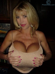 titstar babe Pandora Peaks showing her divine body