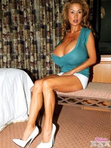 giant boobs babe minka new photo gallery at minkaxxx.com
