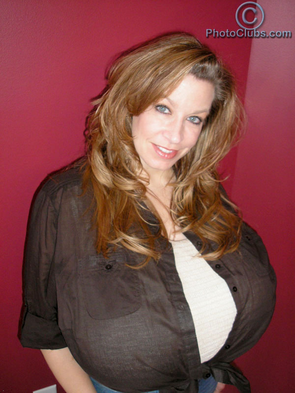 Superstar Chelsea Charms in new update at Photoclubs