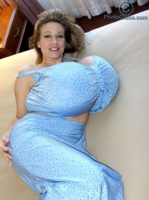 Chelsea Charms new photo gallery at photoclubs.com