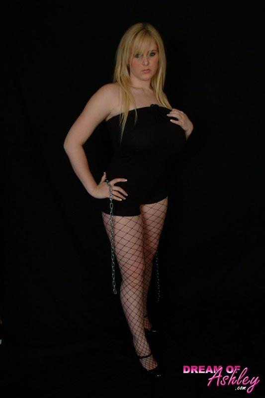 Hot chick Ashley Ellison new photo gallery at dreamofashley.com