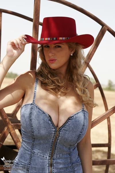 New pictures of huge boob Eden Mor at gardenof-e-d-e-n.com