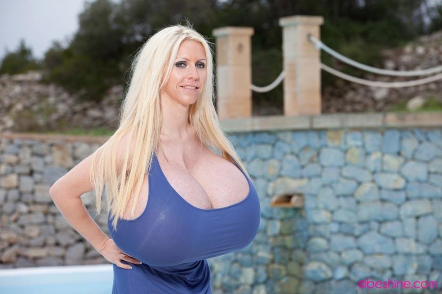 mayra hills nipples