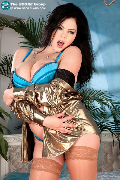 Cute brunette Shione Cooper – new pics from Scoreland