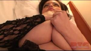 natural busty girl 32L Arianna Sunn