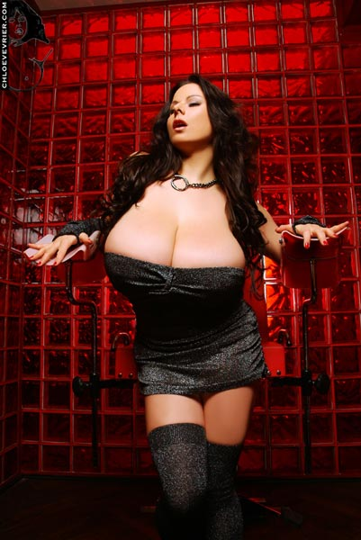 All fans of big busted Chloe Vevrier can enjoy her new pics