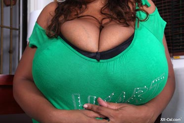 big breasts of Vanessa Del