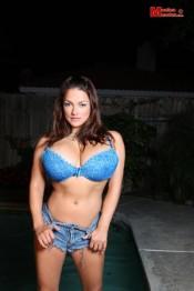 latino babe Monica
