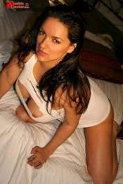 busty pinupmodel Monica Mendez