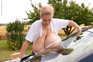 Wet big boobs