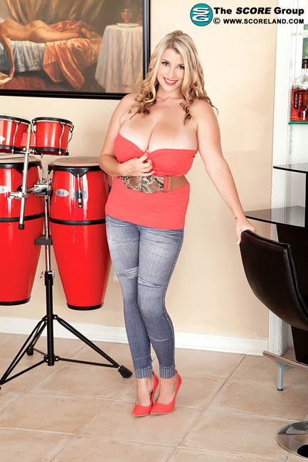 Busty US model Melissa Manning in Big Bongos