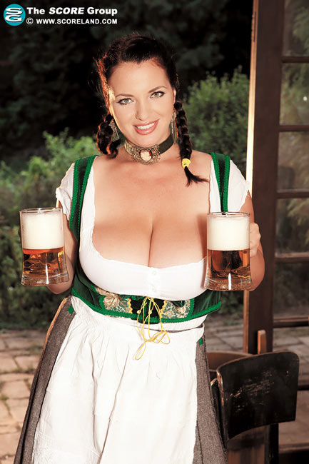 Joanna Bliss in Babes, Boobs and Beer