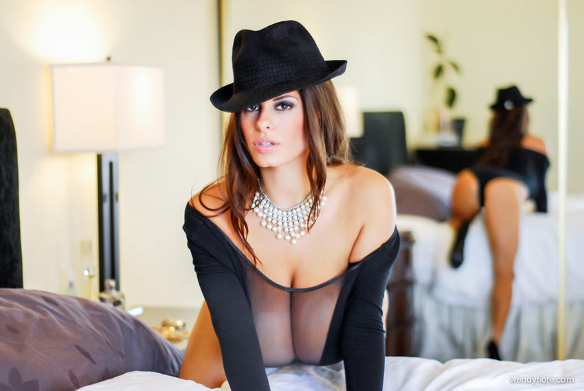 Pearls n Hat – new photo set with Wendy Fiore