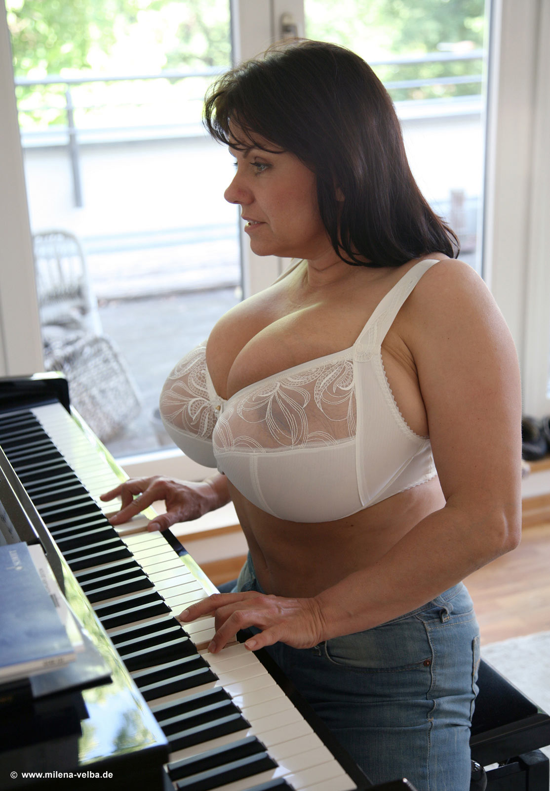 Piano lesson for busty plump milf 4