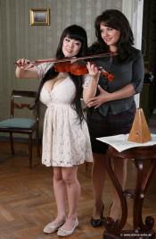 hitomi violin lessons