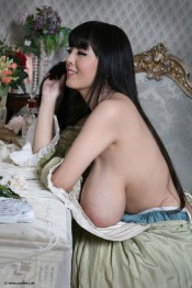 topless girl hitomi