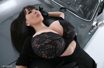 big natural boobs in black bra