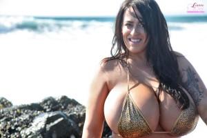 heavy tits in bikini