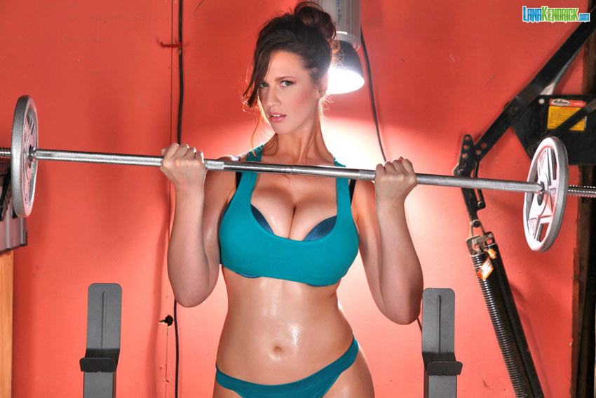 Big-busted workout hottie Lana Kendrick
