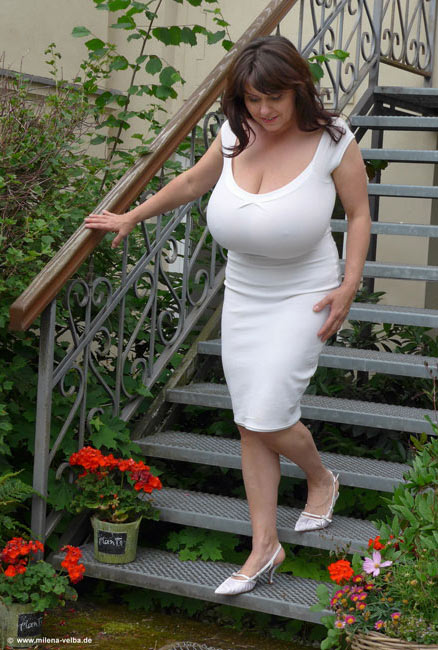 Milena Velba – Super stacked and sexy