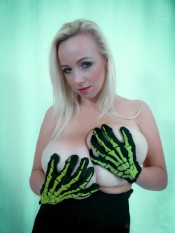 agnetis hands on tits