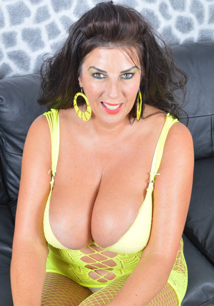 Lulu Lush from UK with debut for YesBoobs
