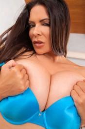 big boobies linsey