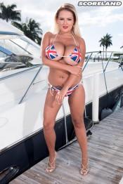 hot bikini 2bustybabe