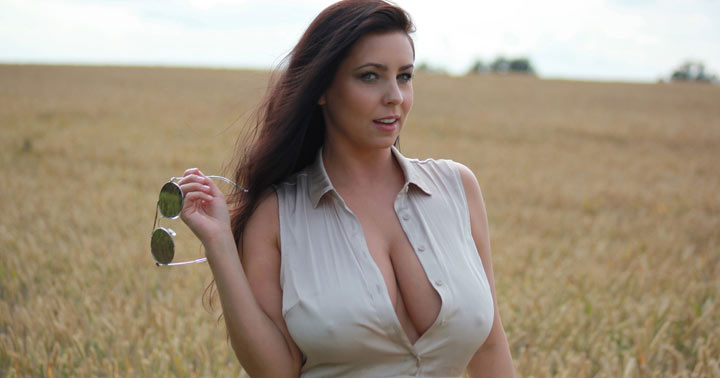Ewa Sonnet in Heavy Breast Village Girl
