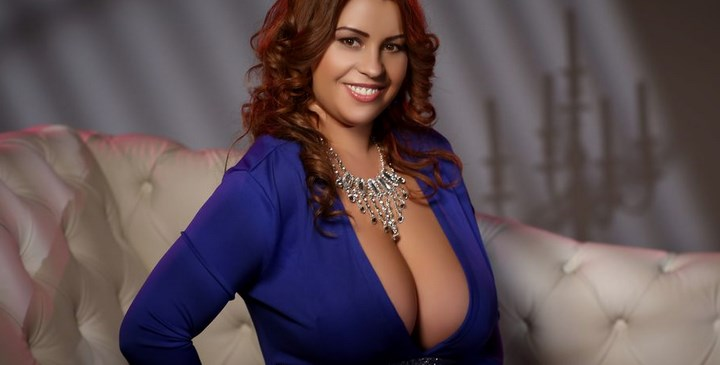 BustyGizelle – Nice breasts and voluptuous body