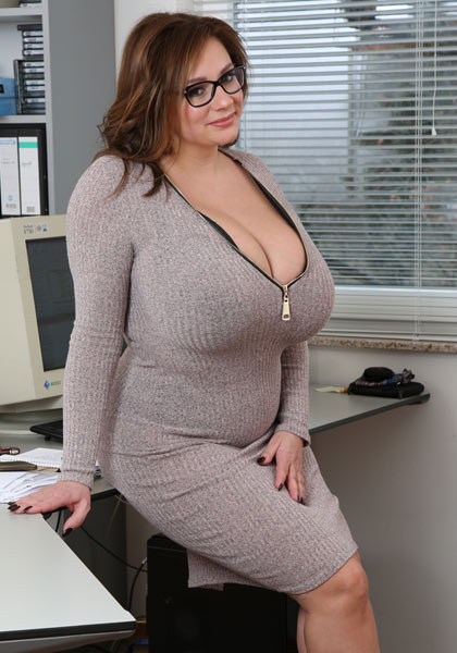 Nadine Jansen in Monday Office