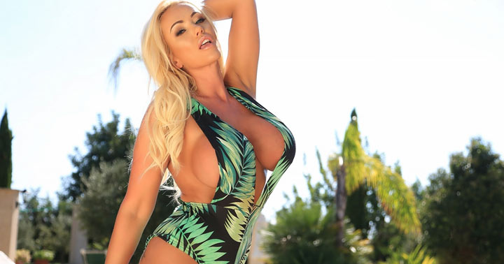 Lucy Zara with first photo update for PinupFiles