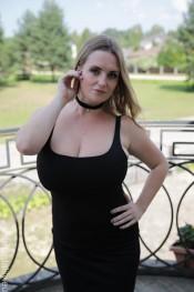 curvy model maria body