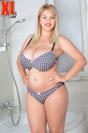 erin star in sexy bikini