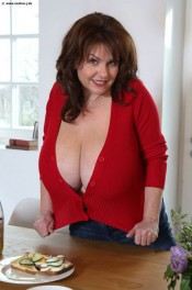 milf huge breasts