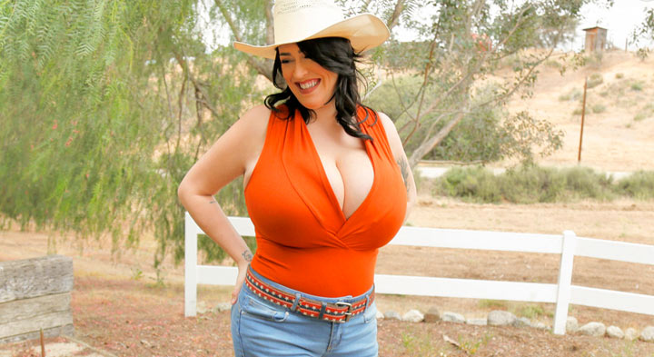 Leanne Crow in Cowgirl BackStage