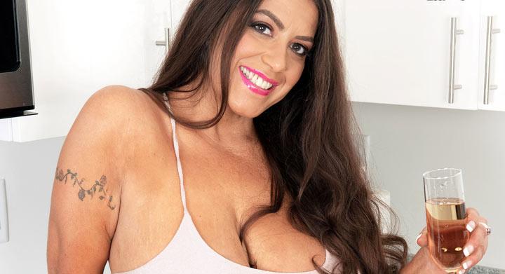 Gia Costello aka SexySicilianxxx –  NEW babe at XLGirls