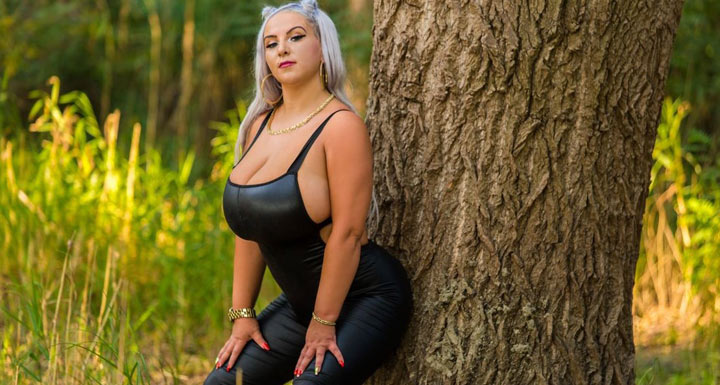 DeliaBigTits – Want to see these boobs live?